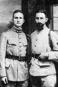 Com o irmão, na Segunda Guerra