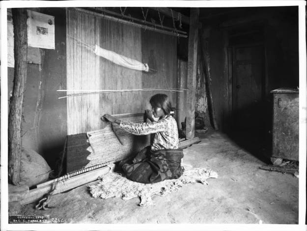 Nnavajo_Indian_woman_blanket_maker_weaving_a_blanket_at_a_loom,_ca.1901_(CHS-3262).jpg